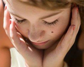 Родинки на лице: их значение, удаление фото