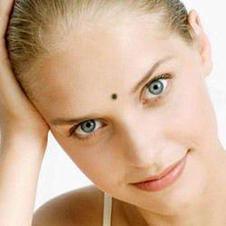 У многих людей родинки на лице появляются так же часто, как и по всему телу.