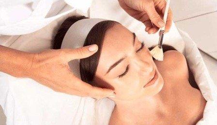 Использование медицинской косметологии в борьбе с пятнами после прыщей