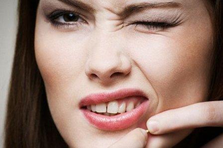 Причины прыщей на лице, на щеках и губах