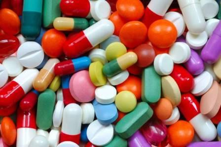 Почему специалисты назначают антибиотики от прыщей, как работают данные препараты?