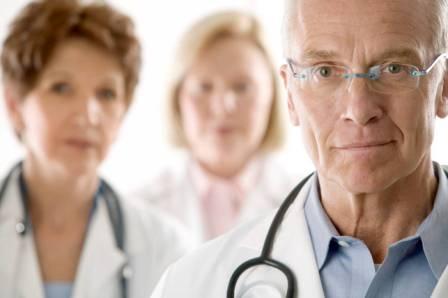 Посещение доктора и решение проблемы: выбираем правильную борьбу с прыщами