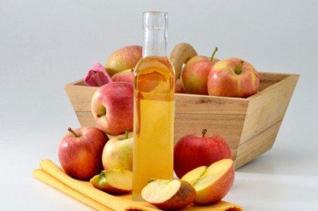 Как действует яблочный уксус против прыщей? Чем полезно данное средство для кожи?