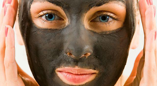 Как правильно приготовить маску от прыщей, содержащую активированный уголь?