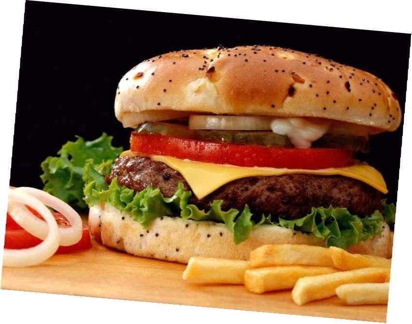 Неправильное питание может привести к появлению прыщей и сыпей на локтях