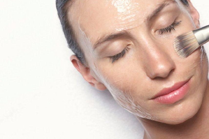 Показания и противопоказания для пилинга кожи от прыщей и воспалений