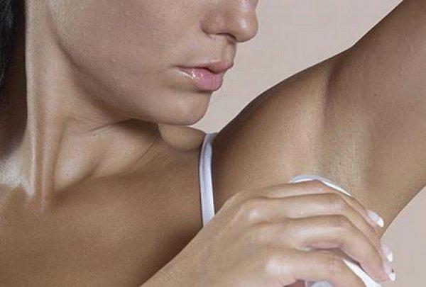 Прыщи под одеждой сильно чешутся по причине постоянного раздражения или соприкосновения с аллергеном
