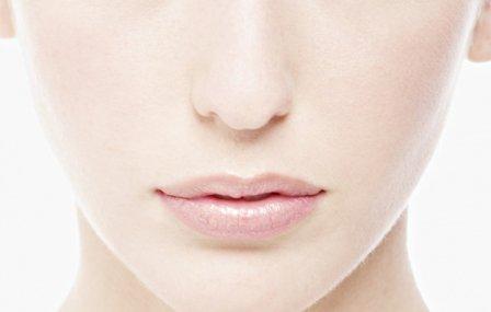 На самом деле, избавиться от черных точек на носу можно и в домашних условиях