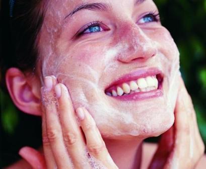 Классическая маска-скраб из соли и соды от черных точек на лице