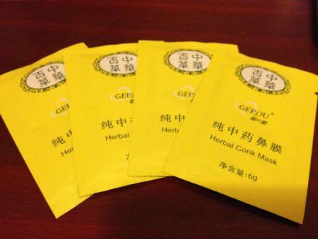 Очень популярным средством против черных точек считаются и китайские маски