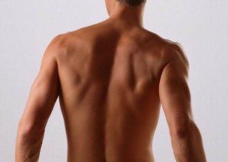Понимая главные причины прыщей и сыпи на плечах, вы можете ограничить себя от факторов риска, которые помогают с образованием воспалений на поверхности кожи