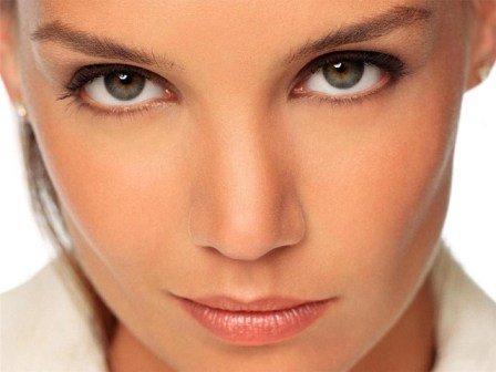 Чтобы кожа всегда была здоровой и чистой, принимайте Роаккутан очень осторожно, обязательно по назначению и рекомендации специалиста