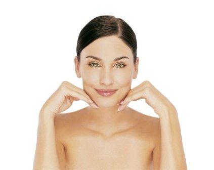Если хотите быстро и качественно очистить кожу, не пережив на себе побочные эффекты, не смешивайте алкоголь с сильнодействующими лекарствами