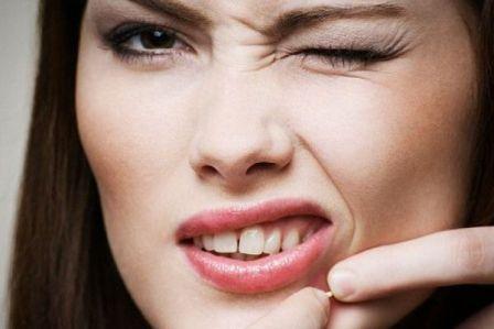 Почему появляются прыщи вокруг рта