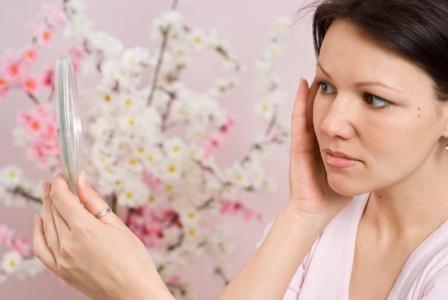 Многие женские заболевания вызывают дисбаланс гормонов и, как следствие, появление прыщей.