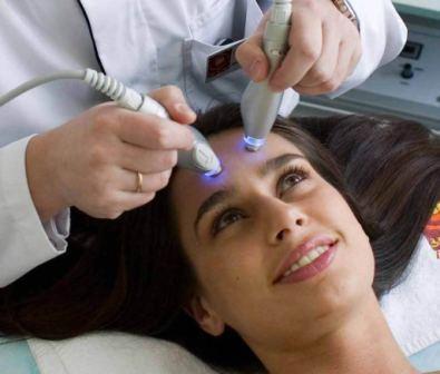 Одновременно с чисткой ультразвуком или сразу после неё можно провести процедуру ультрафонореза (введение в кожу различных питательных препаратов)