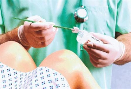 Врач использует лабораторные исследования для подтверждения диагноза