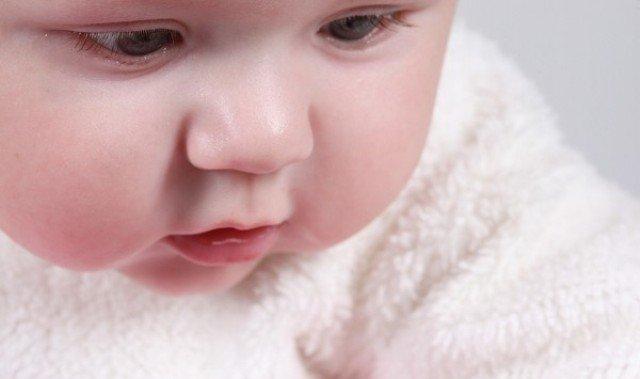 Для создания безопасного окружения важно позаботиться, чтобы ребенок не имел контактов с аллергенами или они были бы очень ограничены