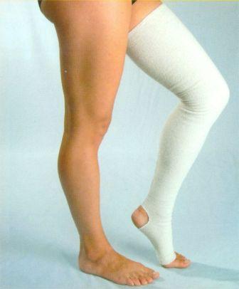 За счет разницы давления сила кровотока увеличивается, кровь выталкивается в верхнюю часть ноги