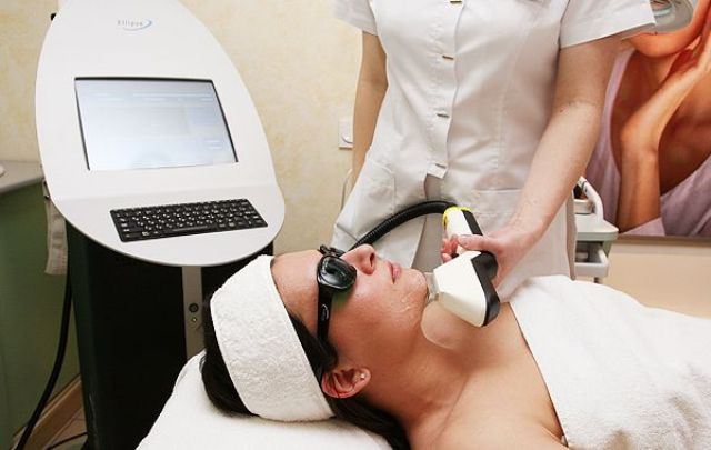 При наличии какого-либо являющегося противопоказанием к фототерапии заболевания следует воздерживаться от самостоятельного проведения процедур, в том числе в домашних условиях
