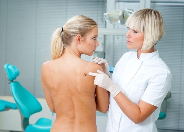 Среди существующих типов онкологических патологий кожных покровов меланома является наиболее опасным заболеванием