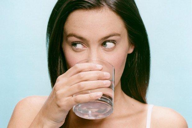 чрезмерное питье воды - причина отеков на лице