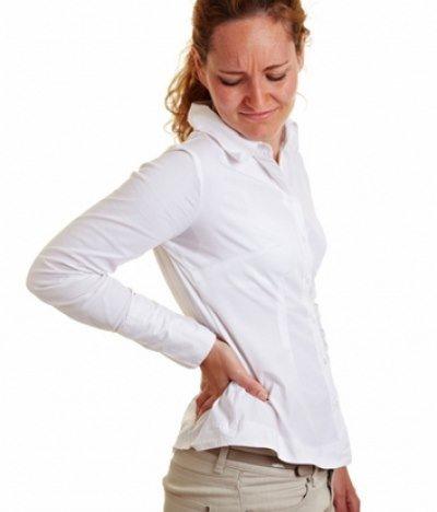 Боль в правом боку живота часто отдает в другие участки тела