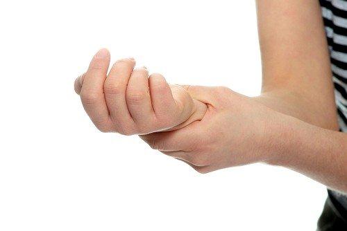 болят суставы рук