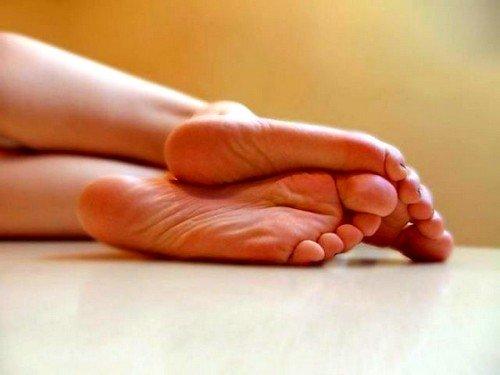 причины потливости ног