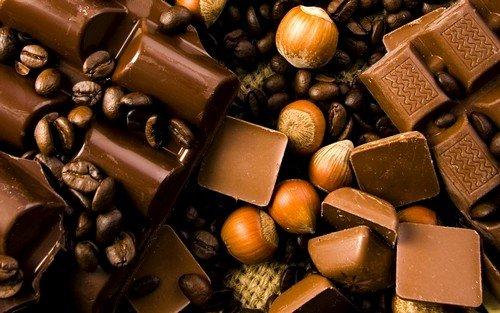 Некоторые сорта сыра шоколада и орехов могу приводить к головным болям