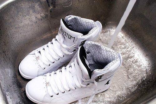 Удаление запаха со старой обуви
