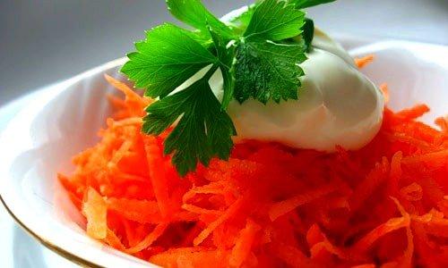 Салат из моркови со сметаной