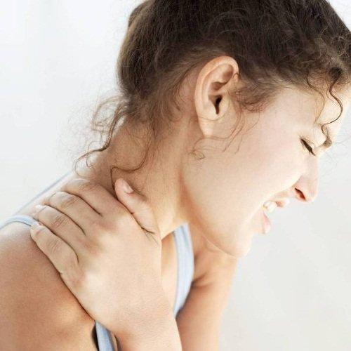 Сильная боль в области шеи – признак шейного остеохондроза