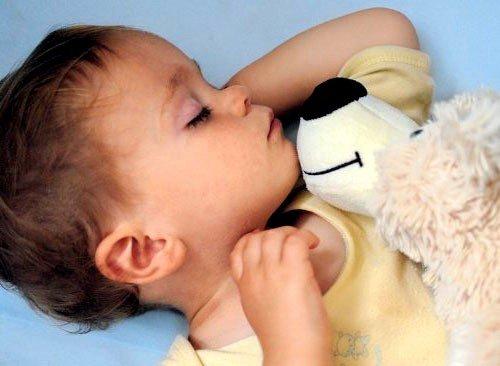 Для детей с особенно слабым иммунитетом возможно высыпание по всему телу