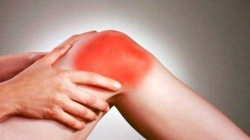 Боль в колене может быть вызвана чрезмерными физическими нагрузками