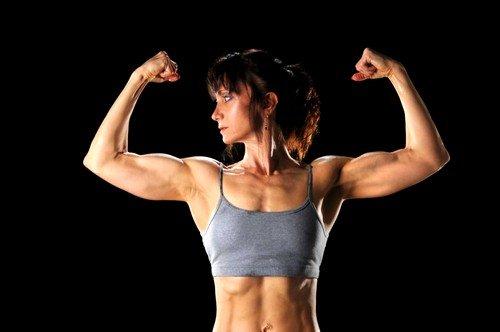 Развитие мускулатуры, телосложения мужского типа как симптом избытка мужских гормонов