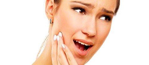 Симптомом воспаления слюнных желез является боль одной из них либо с обеих сторон