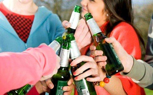 Навязчивое влечение к алкоголю может привести к болезни