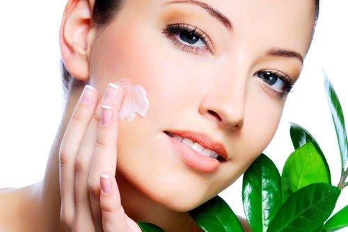 Мазь Белодерм нельзя использовать долгое время для лечения заболеваний на лице