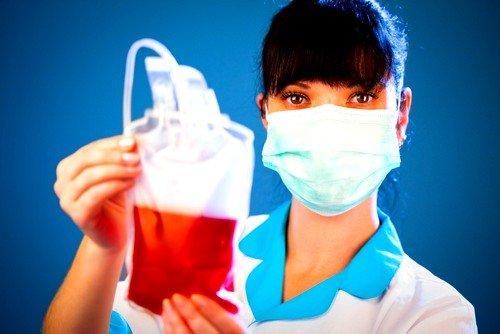 При кровопотере малышу будет произведено переливание крови