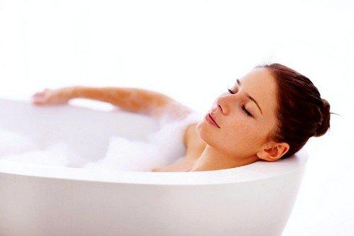 Больной необходимо как можно чаще принимать горячую ванну