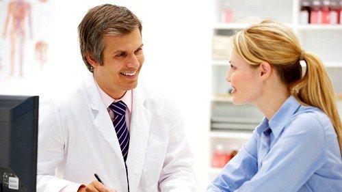 Если чрезмерное потоотделение преследует постоянно, нужно срочно обратиться к врачу