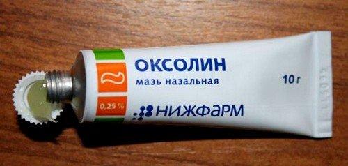Оксолиновая мазь, применение которой практически не имеет противопоказаний, продается в любой аптеке без рецепта врача