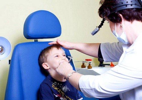 Операция по удалению аденоидов не может проводиться детям младше 2 лет