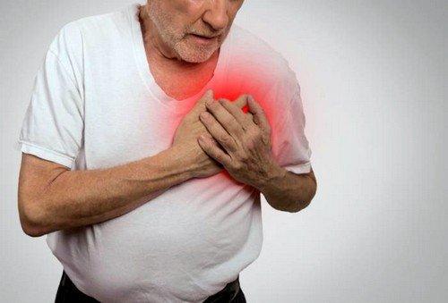 Первым сигналом к развитию заболевания служат редкие короткие приступы