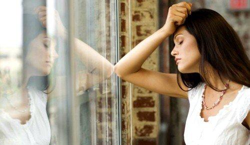 В состоянии депрессии молодая мама также слишком тревожится о здоровье младенца