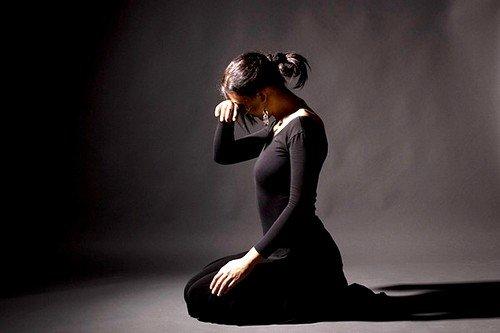 Человеку необходимо целенаправленно бороться с депрессией, признаться самому себе в том, что именно ее спровоцировало и как избавиться от этого фактора