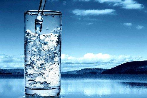 После массажа рекомендуется выпить стакан минеральной воды без газа