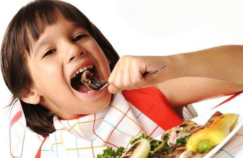 Неправильно питание часто приводит к нарушению работы поджелудочной железы