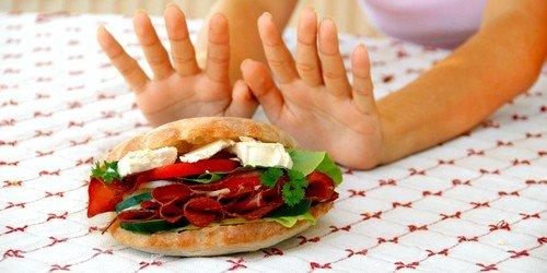 Питание при данном заболевании шестиразовое, исключающее мучные изделия, сладости и жирные блюда